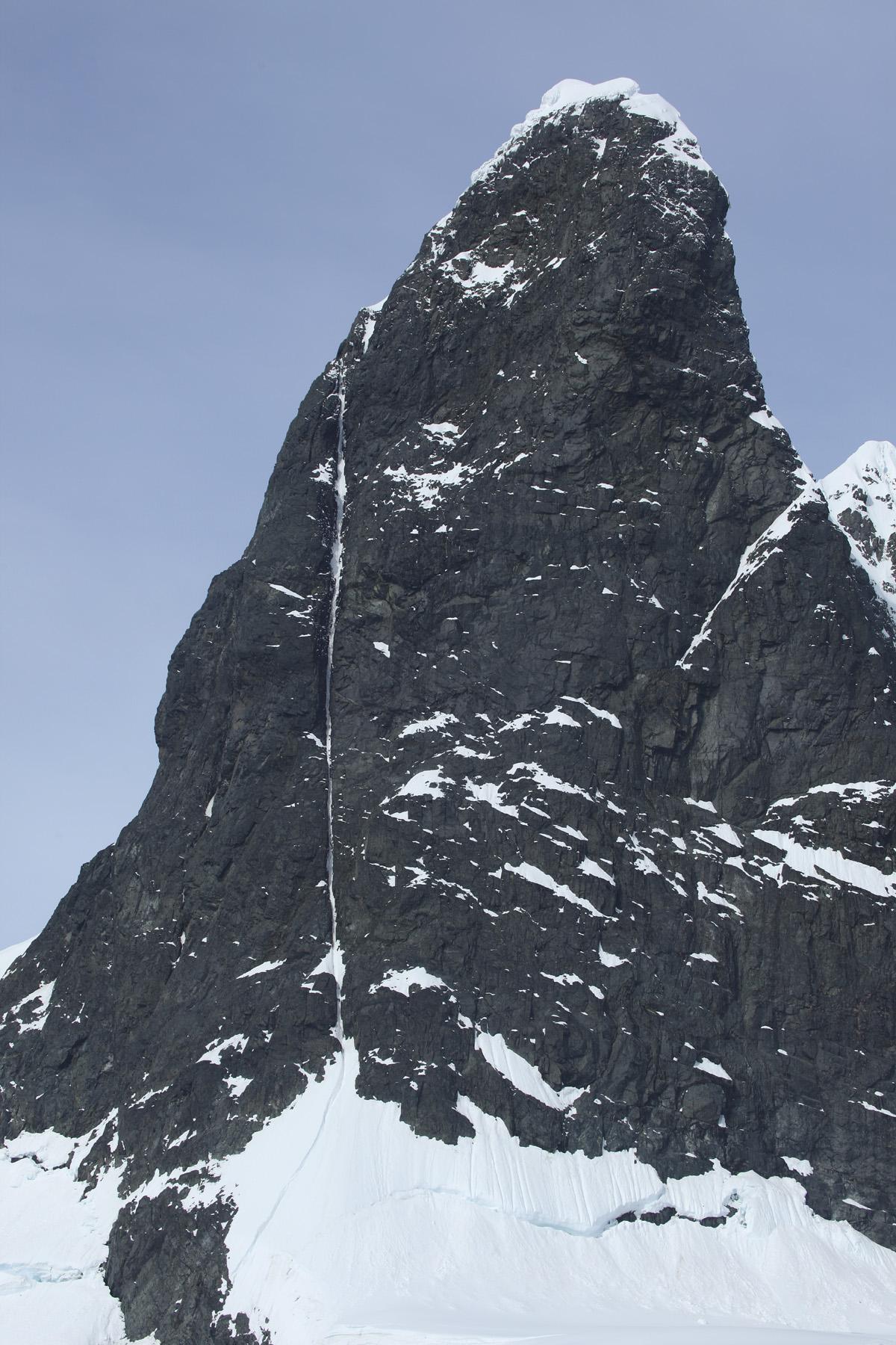 Zerua Peak, False Cape Renard. Spot the line. From exit of couloir, 42 Balais et Toujours pas Calmé finishes up crest of ridge to summit. Azken Paradizua (7a 90° M6, ca 600m, Baraiazarra-Pou-Pou, December 2007) climbs left ridge in its entirety.