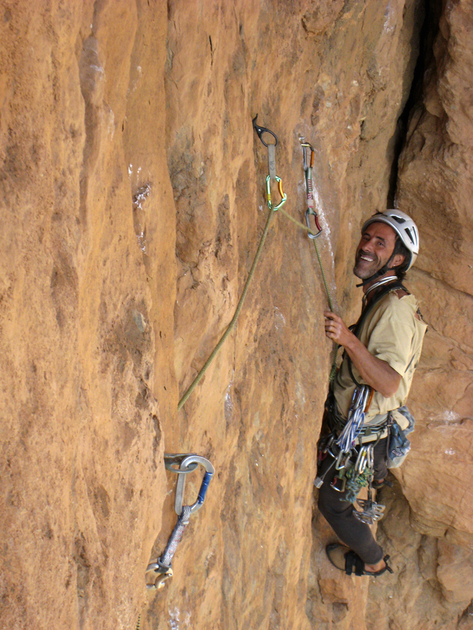 Arnaud Guillaume on the second pitch (6b+) of Alambic Sortie Sud, Falaise de Machkour.