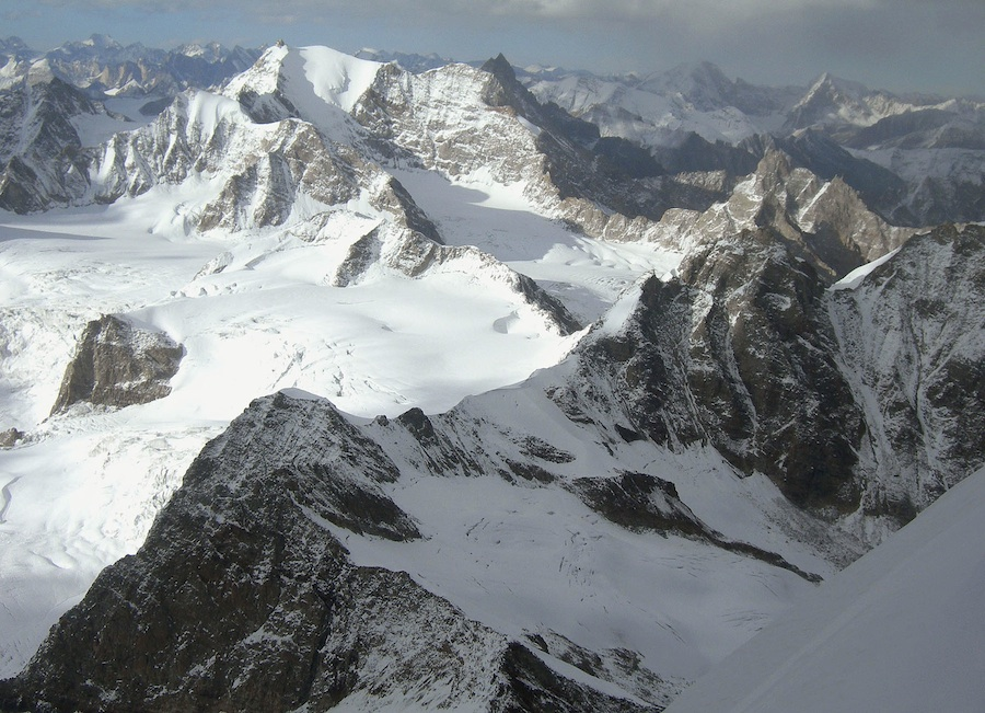 Looking northeast from Gangstang to Saravsati. The glaciated south face, the route of the first ascent, is bounded by the long southwest and southeast ridges, the latter attempted in 2008 to 5,850m. Martin Moran