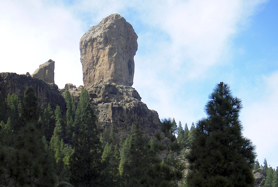 The excellent rock of Roque Nublo is now largely bolted.