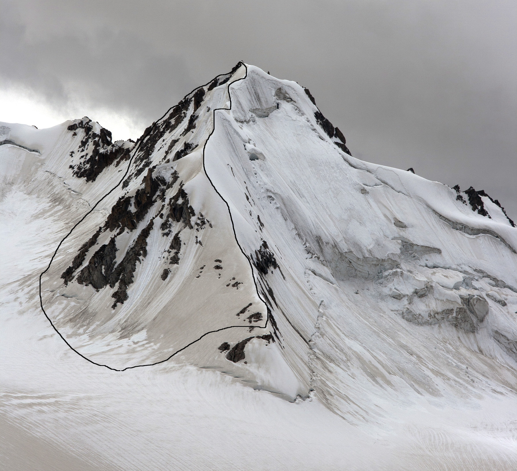 Koh-e-Baffa. The peak was traversed from right to left: up north ridge, and down southeast ridge and east flank.