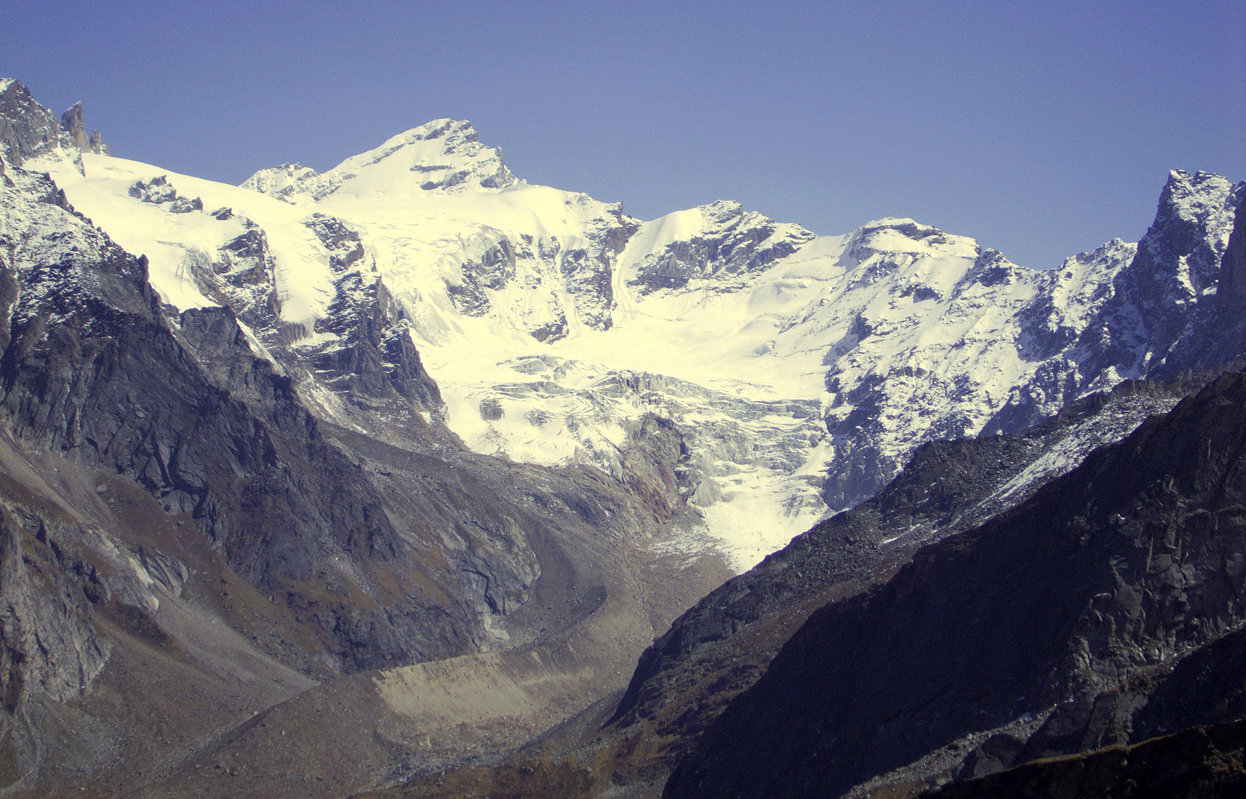 The glacial cirque at the head of Jiwa Valley. The high peak left of center is Pt 5,445m. Snow Leopard Peak is just out of frame to the left. Derek Buckle