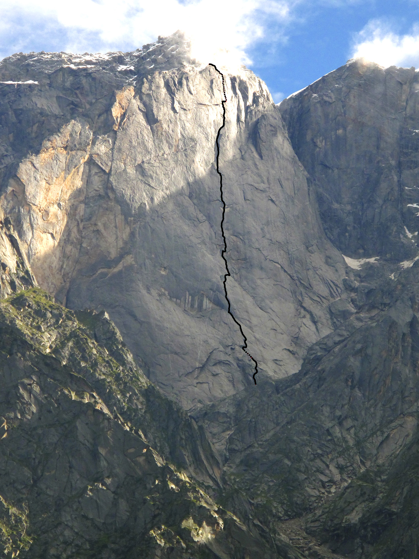 A ca 950m wall on the southern flanks of Raldang. Marked is the line of Naufragi. Marc Martin