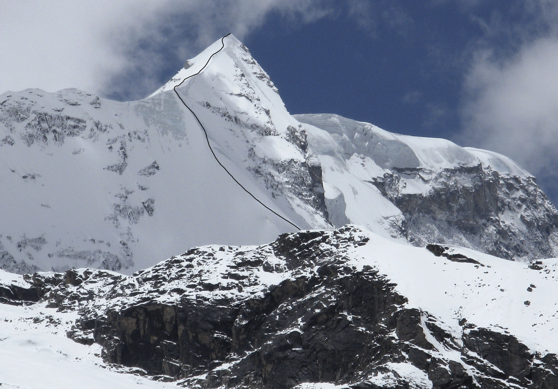 Upper section of the new Portuguese route on the north spur of Ekdant. The main summit of Parvati Parvat is just off picture to the right. Daniela Teixeira