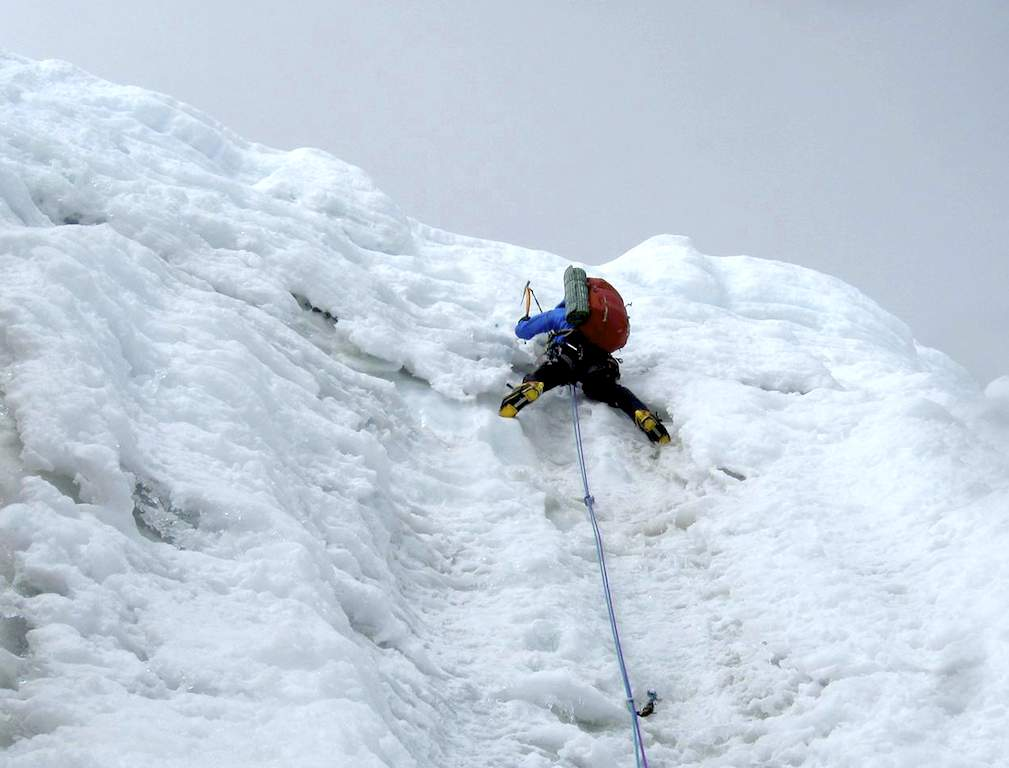 Meegdenburg leading the 90° exit onto the south ridge of Singu Chuli, rotten ice that was difficult to protect.