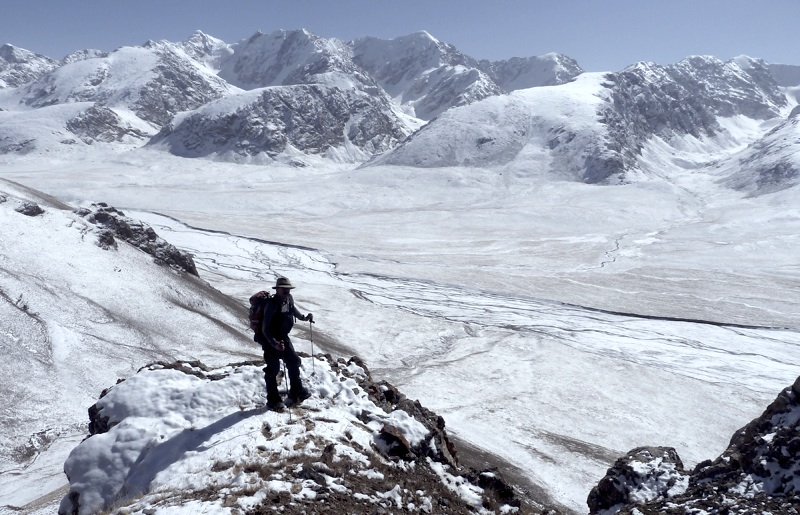 Looking east at unclimbed peaks from low on Pik 4,3