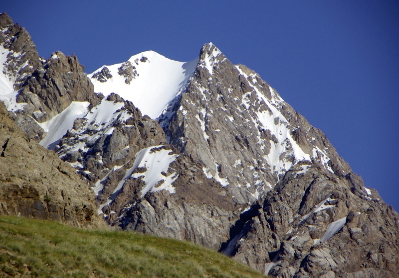 Unclimbed Pik 5,041m, between the Kaichi Valley and N7 Glacier, seen from Kaichi to west.