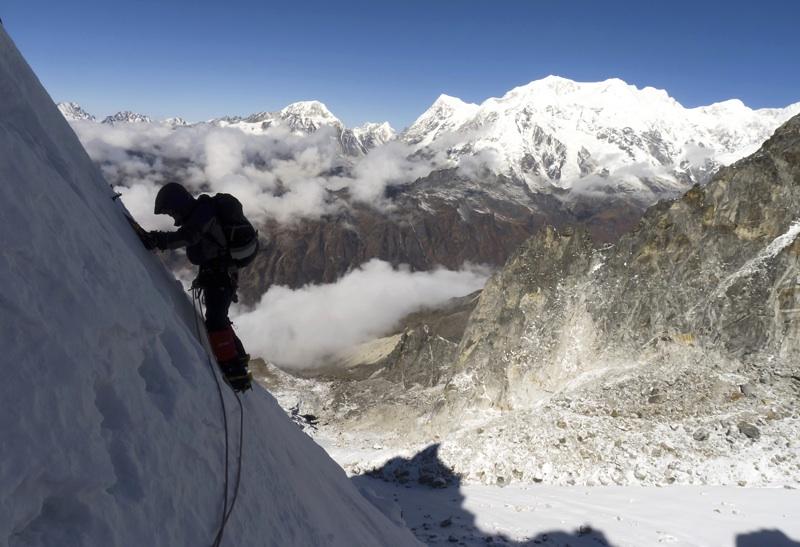 Arun Mahajan on traverse during first ascent of Prabha Behin. Behind, on Nepal border, are (left to right) Koktang, Rathong, and various Kabru summits. Roger Payne