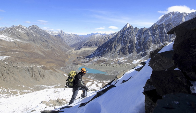 Sergi Ricart at mid-height on northwest ridge of Tso Chen Ri. Behind, past the lake of Ruiche Tongma, main approach valley leads north.