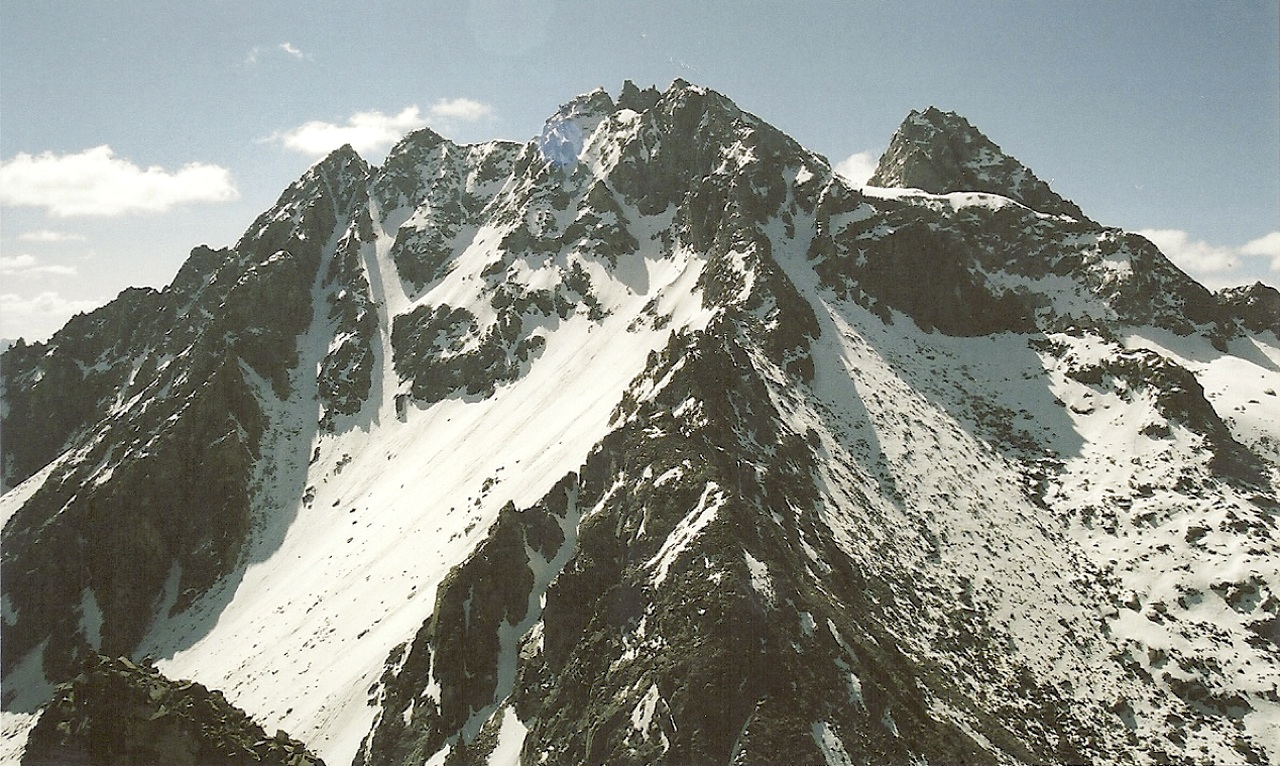 View southeast from Peak 5,100m. These peaks are likely unclimbed.