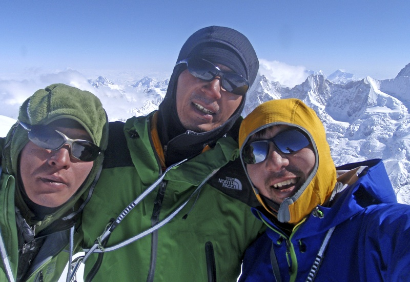 From left to right, Masumoto, Ichimura, and Nagato on summit.