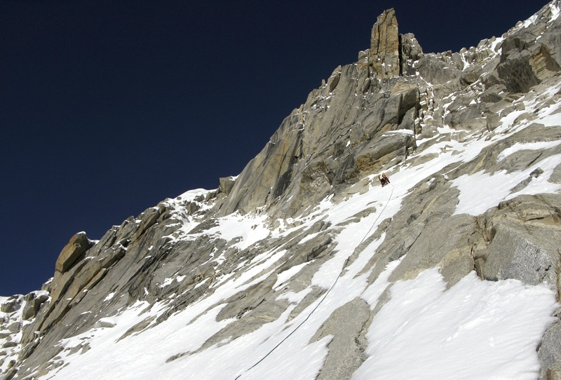 Traverse toward crest of south buttress, between 5,500m and 5,600m.