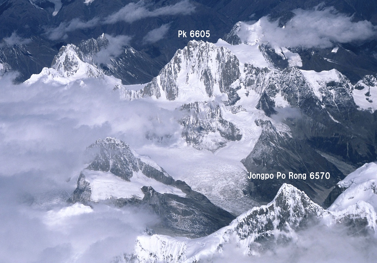 Aerial view of Jongpo Po Rong (6,570m) and Jonlamapo (6,605m) from southeast.
