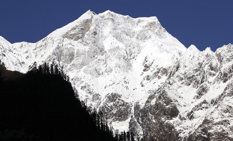East face of San Ri Dui (6,050m).