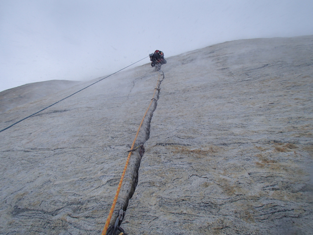 A splitter crack on the upper headwall.