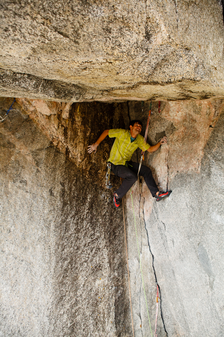 """Brad Wilson below the roof where the aid line cuts left and the new """"Undertoad"""" free variation cuts right."""