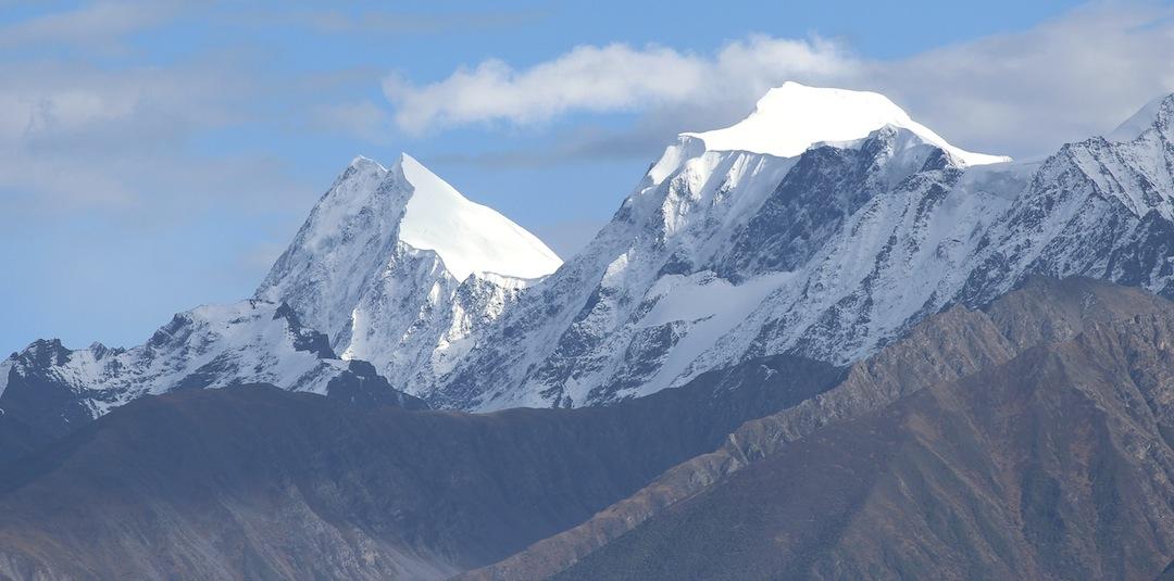 Kawarori seen from the northwest, close to Ganzi. The twin-summited Kawarori I (5,922m) is to the left; Kawarori II (5,928m) right.