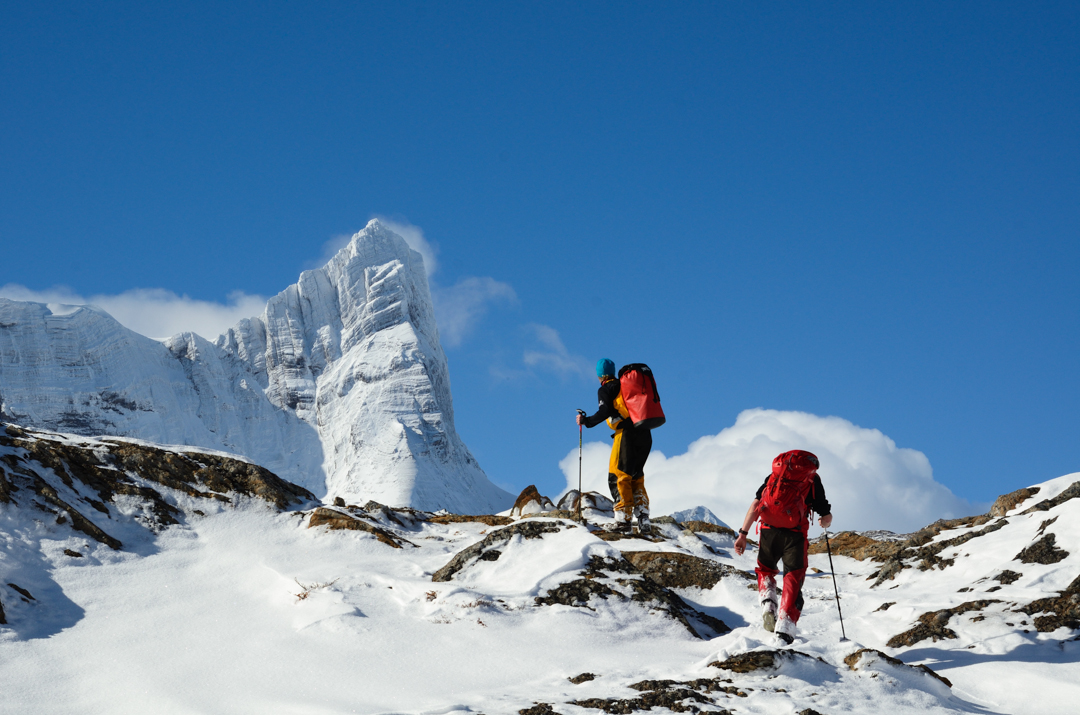 Approaching Monte Giordano's west ridge (the Shark's Fin Ridge), the obvious sweeping ridge line to the left.