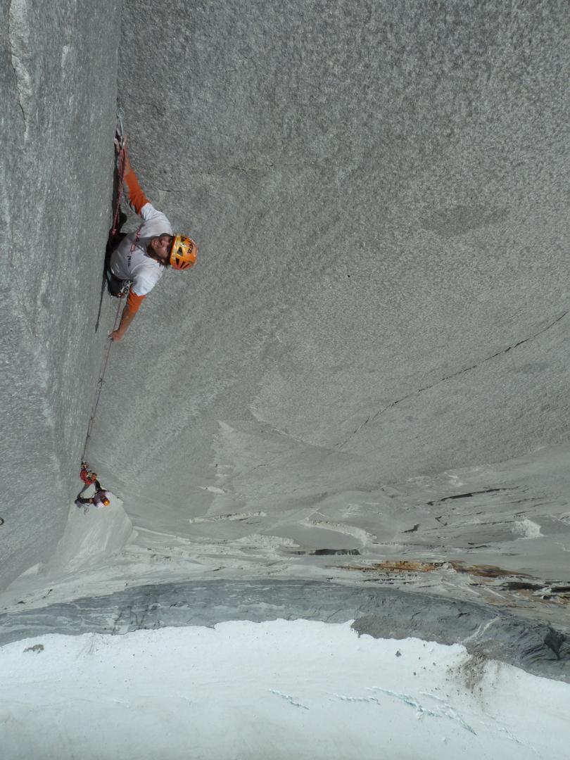 Climbing a steep corner on Cota 2000.