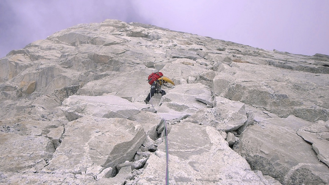 Szu-ting Yi leading on the blocky granite of Kemailong's south ridge.