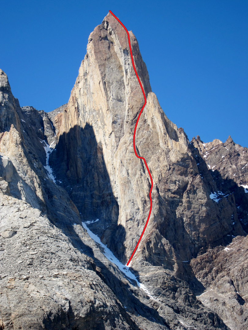 The new route El Zorro is the only route on Mojon Rojo's spectacular-looking west face. The unconfirmed rumors of bad rock quality proved false; the route links high-quality crack systems up the face at a relatively moderate grade.