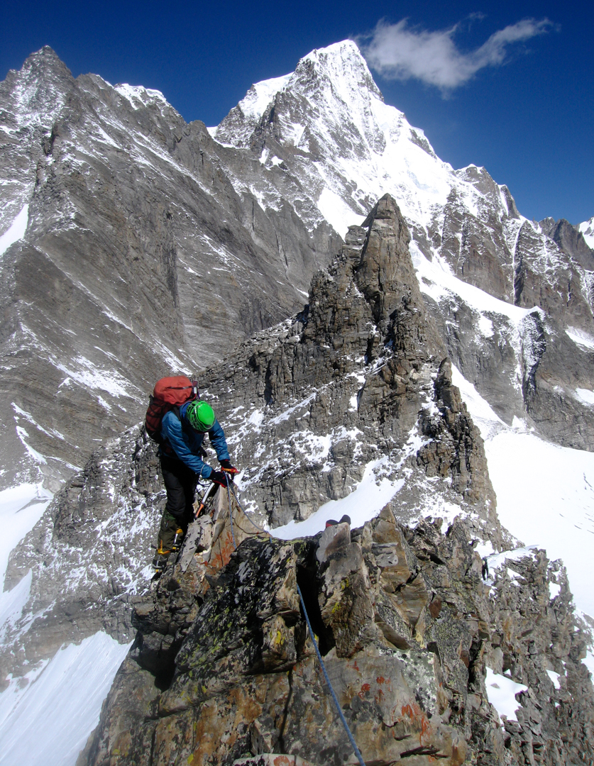 John Kentish on the north ridge of Peak 5,515m. The rock tower immediately behind is Peak 5,490m, climbed in 2007, while the large snow peak in the background is Hathi Parvat.