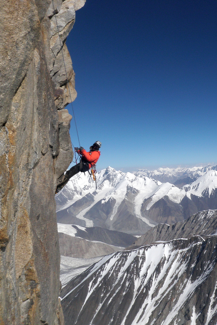 Sergey Nilov on the big rightward traverse in the upper part of the headwall. Changtok peaks behind.