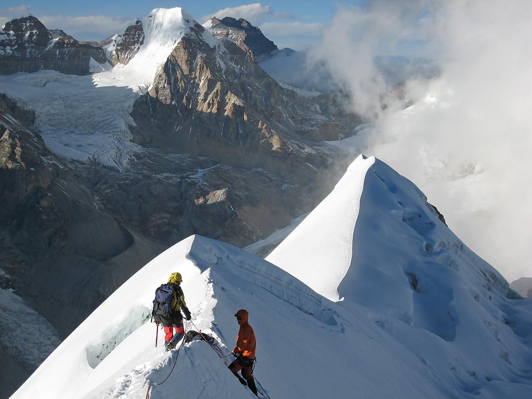 On the summit ridge of Syao Kang with the Phuchang Valley behind