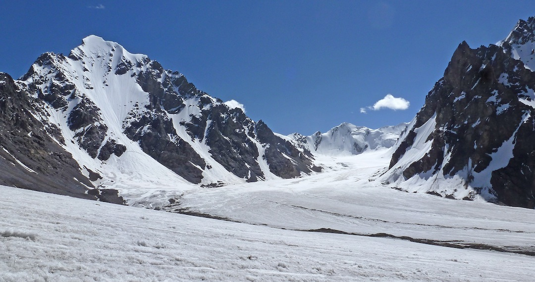 Unclimbed Yawash Sar II (6,176m) from the west, looking up the Left Ice Flow of the Ghidims Glacier. The peak at the head lies on the watershed with the Akalik Glacier, while the near peak on the right (summit off picture) is Point 5,883m.