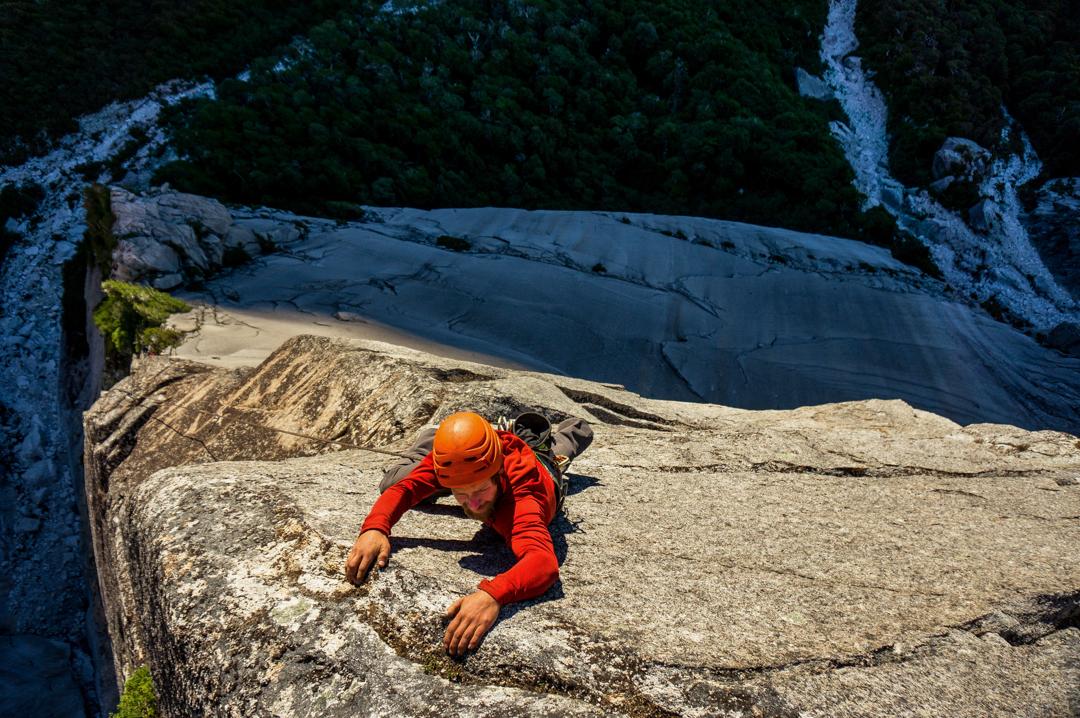 Chris Kalman climbing a five-star pitch on El Filo la Aleta de Tiburón