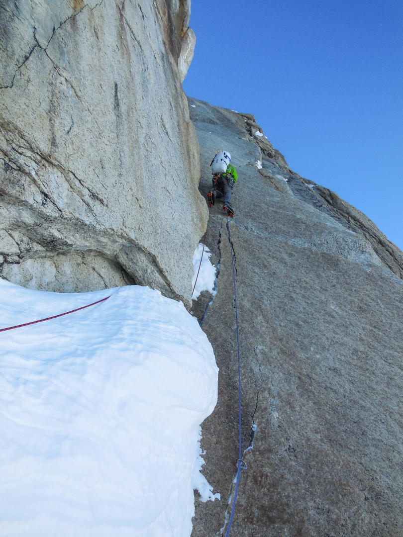 Chris Wright leading thin cracks.