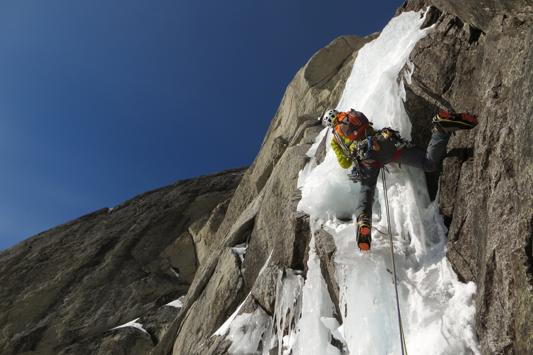 Darren Vonk leading the ice crux on the Angel.