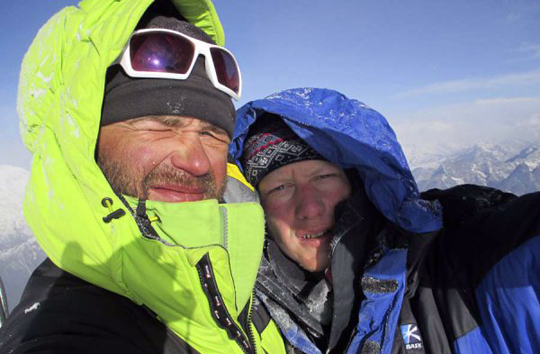 Gukov (left) and Lonchinskiy on the summit.