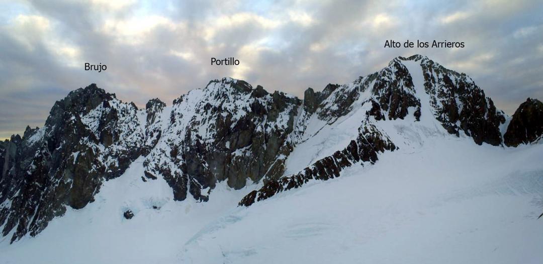 Panoramic view from the summit to Corona del Diablo, showing Brujo (left) Portillo (center), and Alto de los Arrieros (right).
