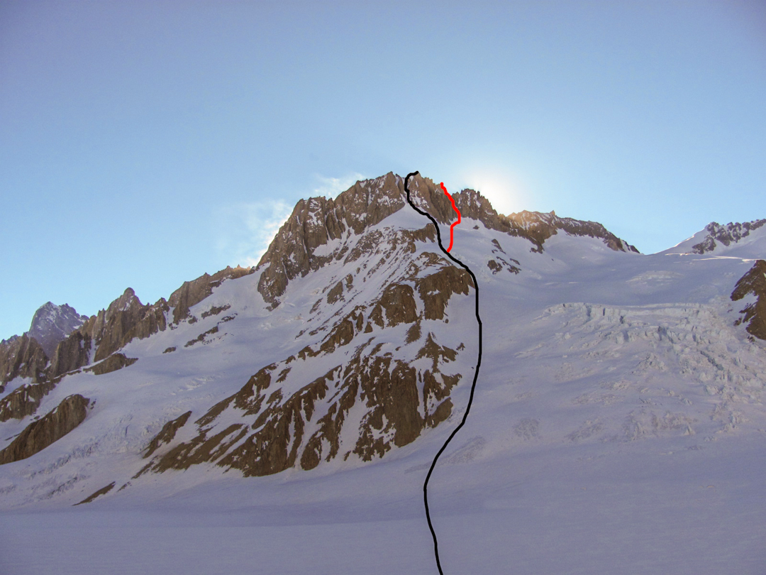 Corona del Diablo and the routes to main summit (black) and secondary summit, Nor-Este Torreón (red).