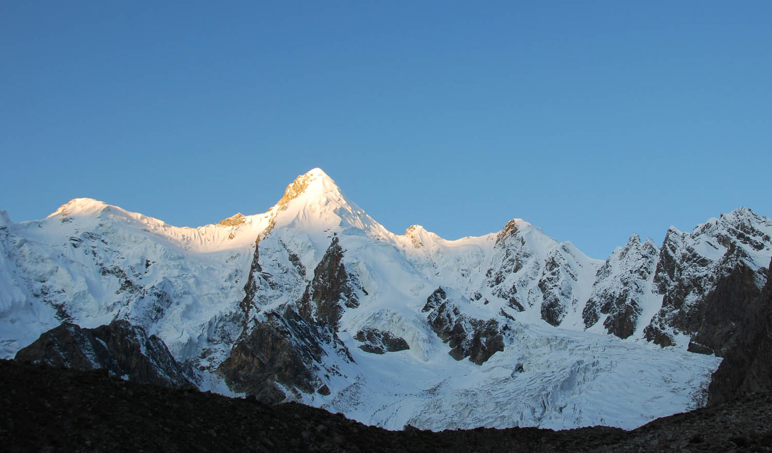 The east side of Muntin (ca 6,500m). Rustam Brakk is located farther along the ridgeline to the right.