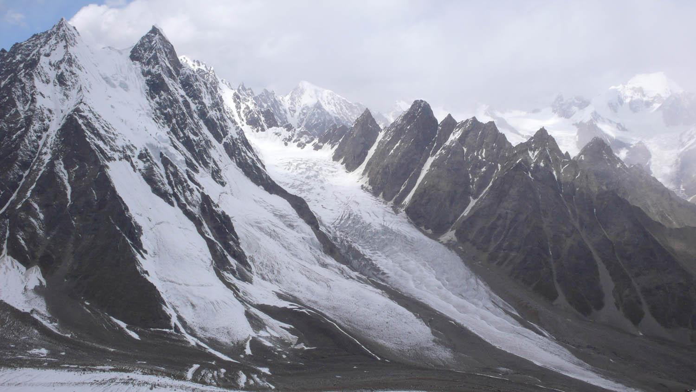 The view north from Rustam Brakk.