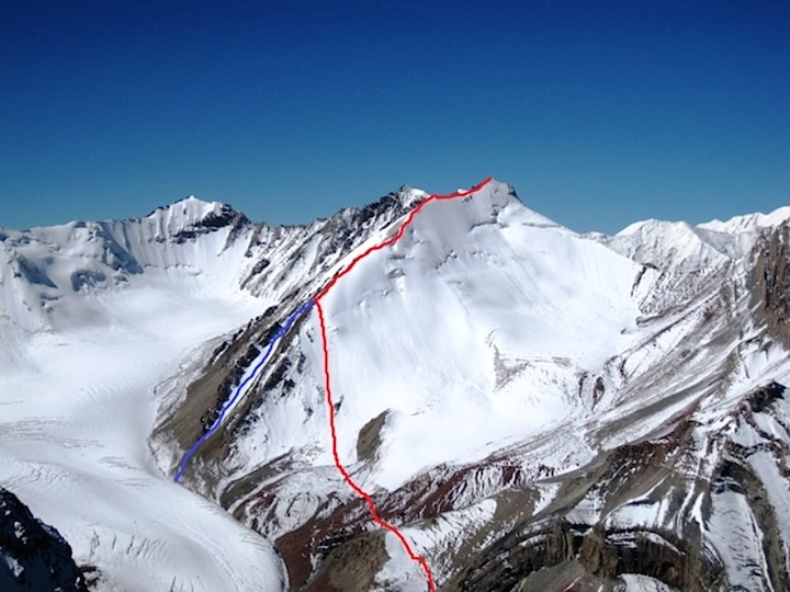 The ascent (route) and descent (blue) on Veronique and Anna (5,200m). In the background, on the left, is Fossil Peak (5,190m), climbed in 2004 but known to have been climbed earlier.