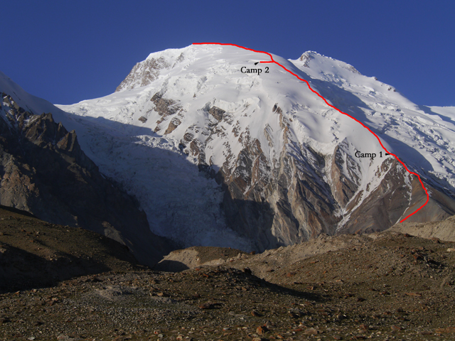 The route to Kokodak Dome, with the summit of Kokodak Peak visible to the right. From approximately the site of Camp 2 the 2006 expedition traversed right to reach a col between the two summits, then continued to the top of Kokodak Peak.