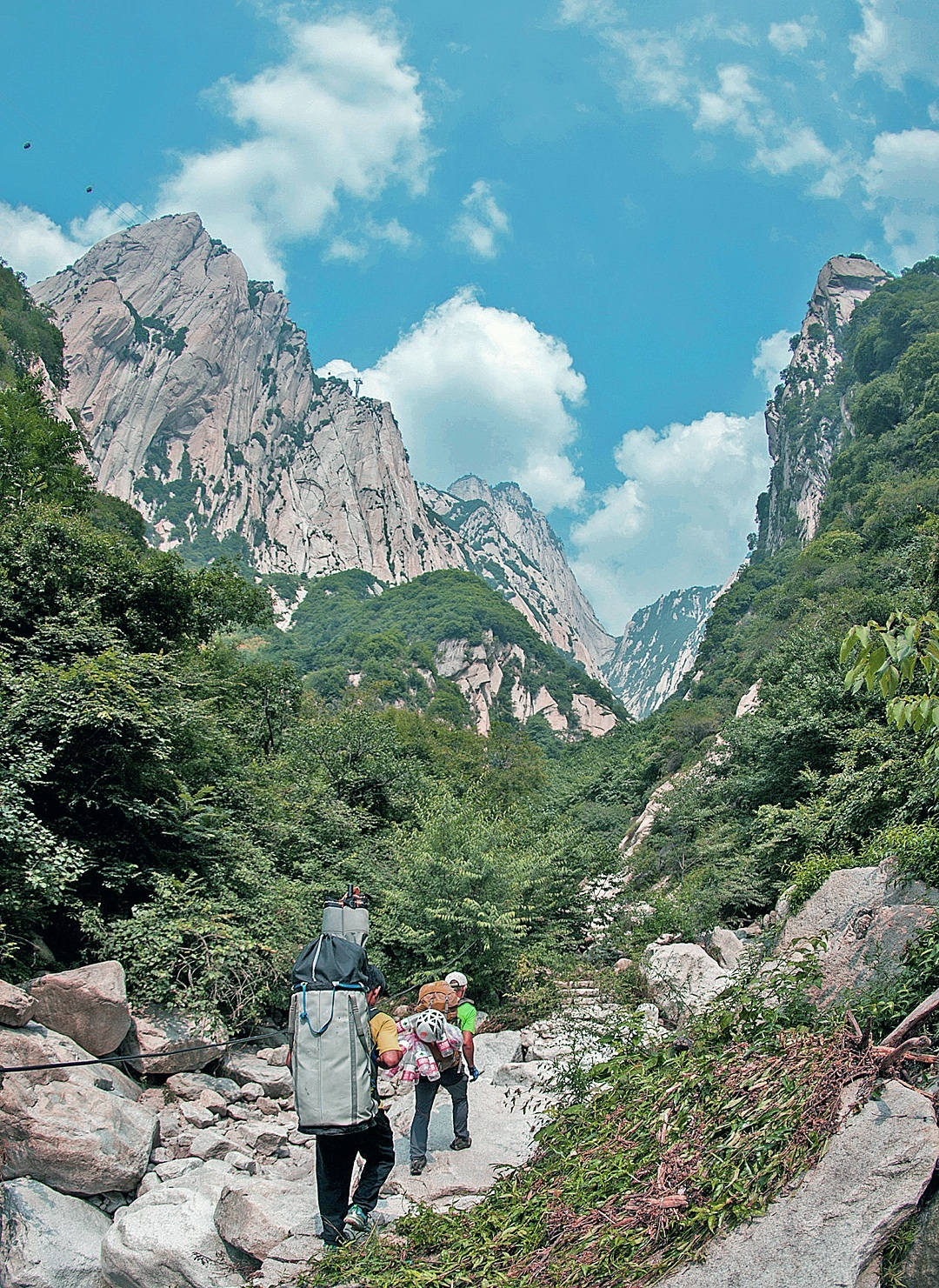 Approaching the granite towers of the Hua Shan.