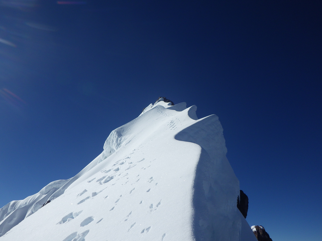 The final corniced ridge up to the summit of Nevado Sahuasiray.