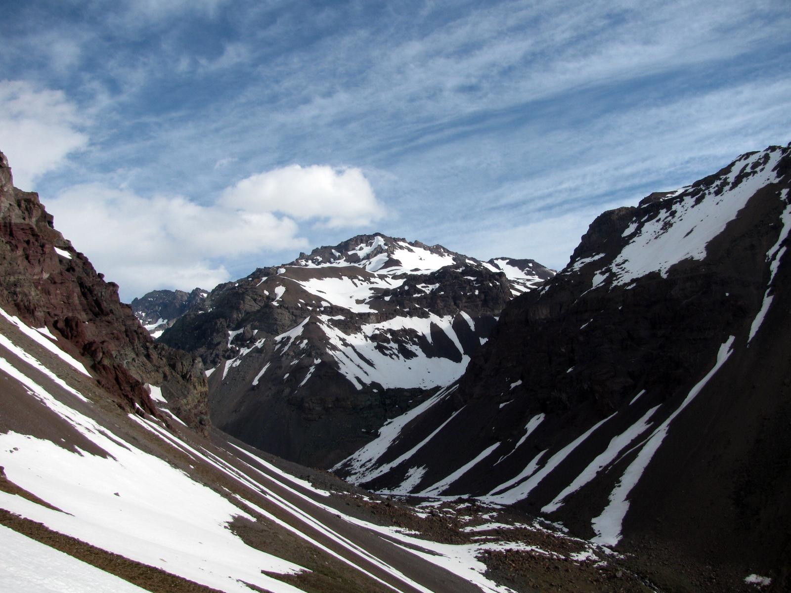 Cerro Manuel Rodríguez as seen from Cajón de Espinoza.