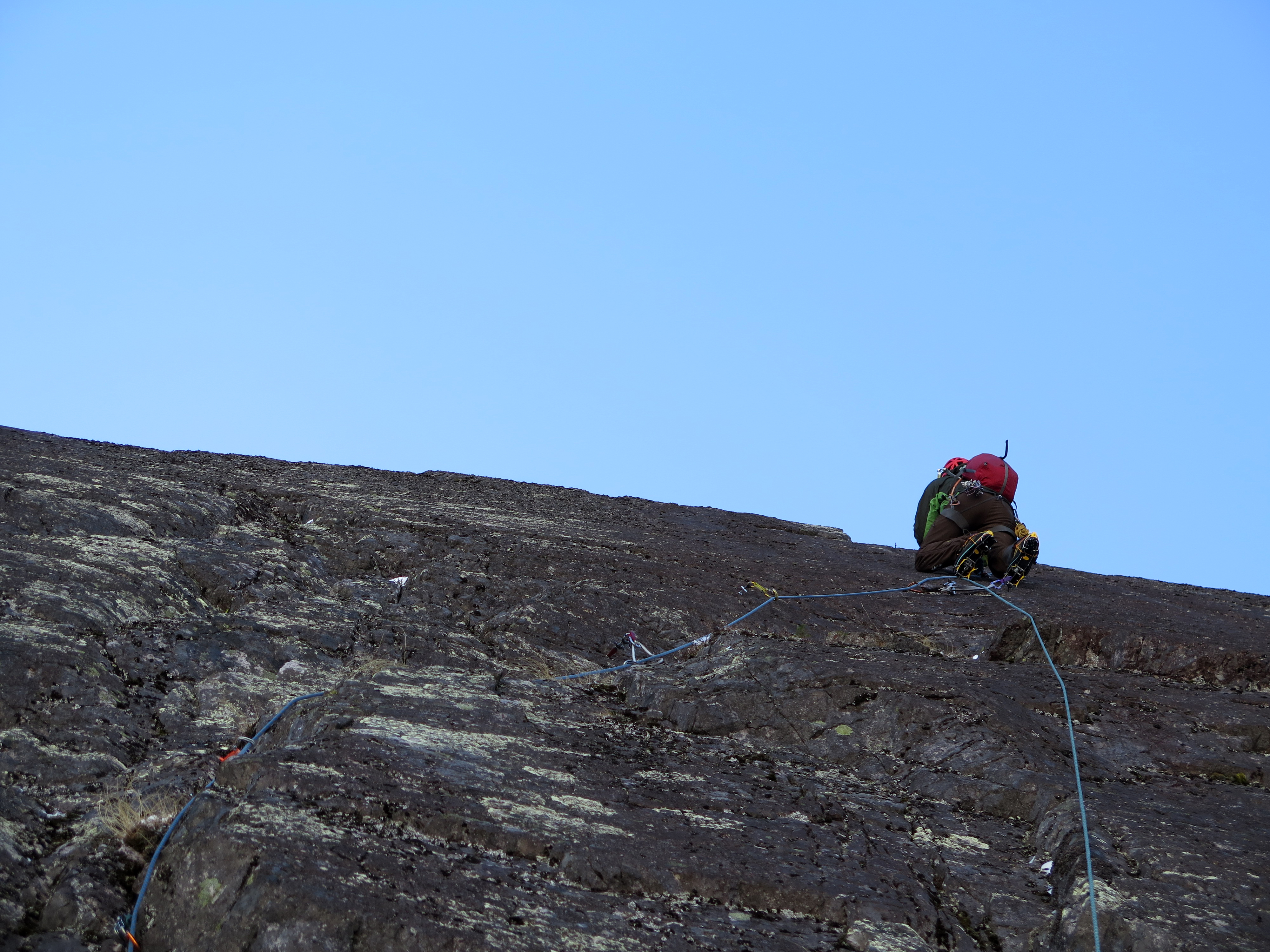 Frank Bédard making his way up the second pitch (M6 C1).