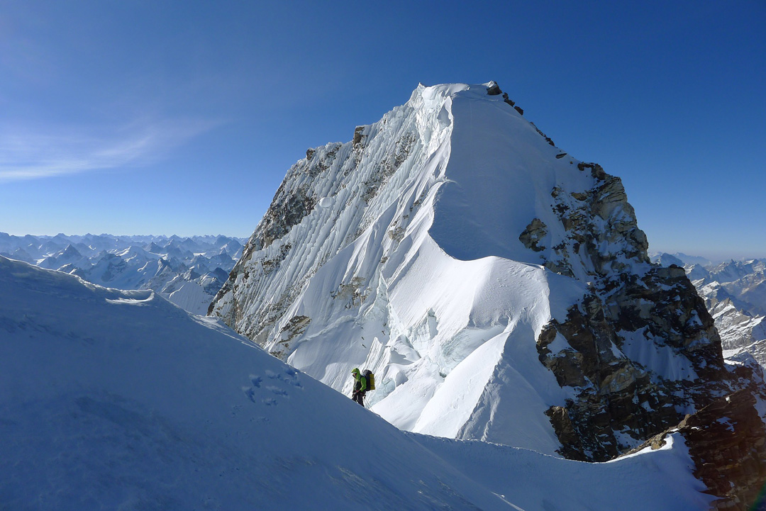Paul Ramsden on the traverse from north to main summits of Hagshu.