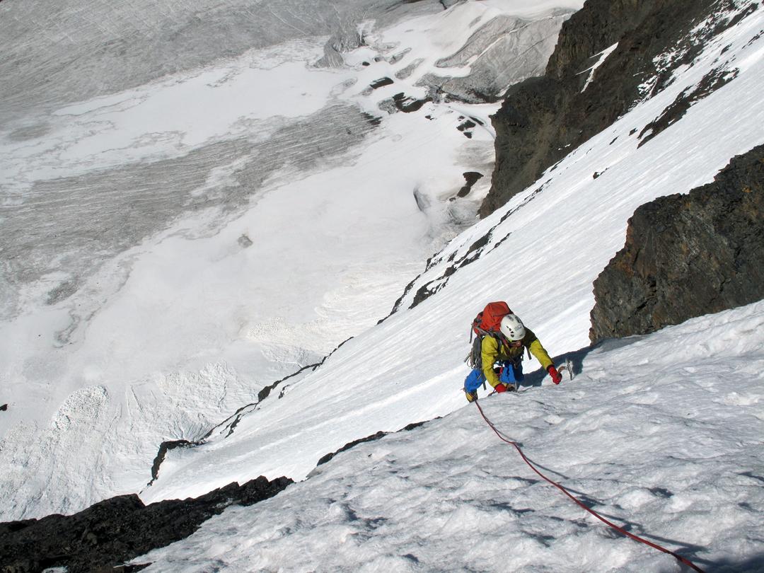 Pacifico Machaca climbing the 2015 variation on the south face of Ala Izquierda.