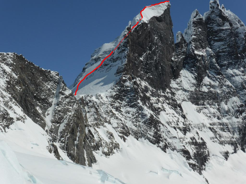 Cerro Dumbo, showing the south face route Andre and Sophie (650m, D M3 65°).