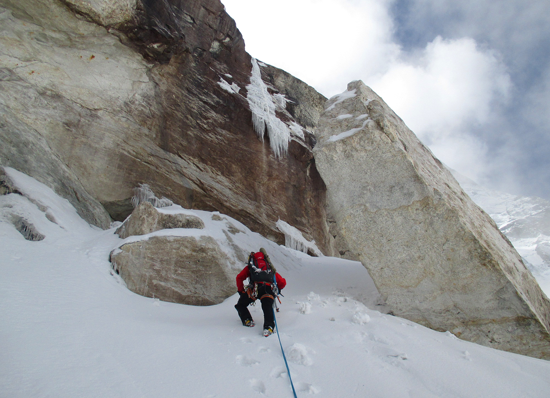 Turning a rock barrier on the northwest face of Peak 6,071m.