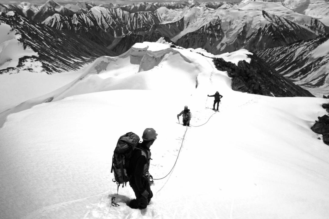 On the summit ridge of Peak 6,195m.