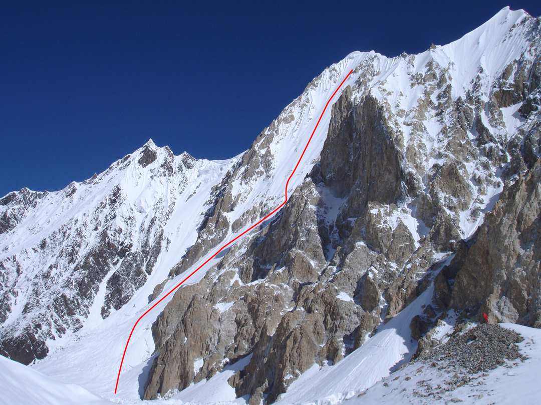 The southeast face of Gasherbrum VI and the line attempted by Walter Hölzler (1993) and the French (1998). The 6,200m col on the southwest ridge, reached by Ralf Dujmovits and Nancy Hansen from the far side, is visible above the large serac to the left.