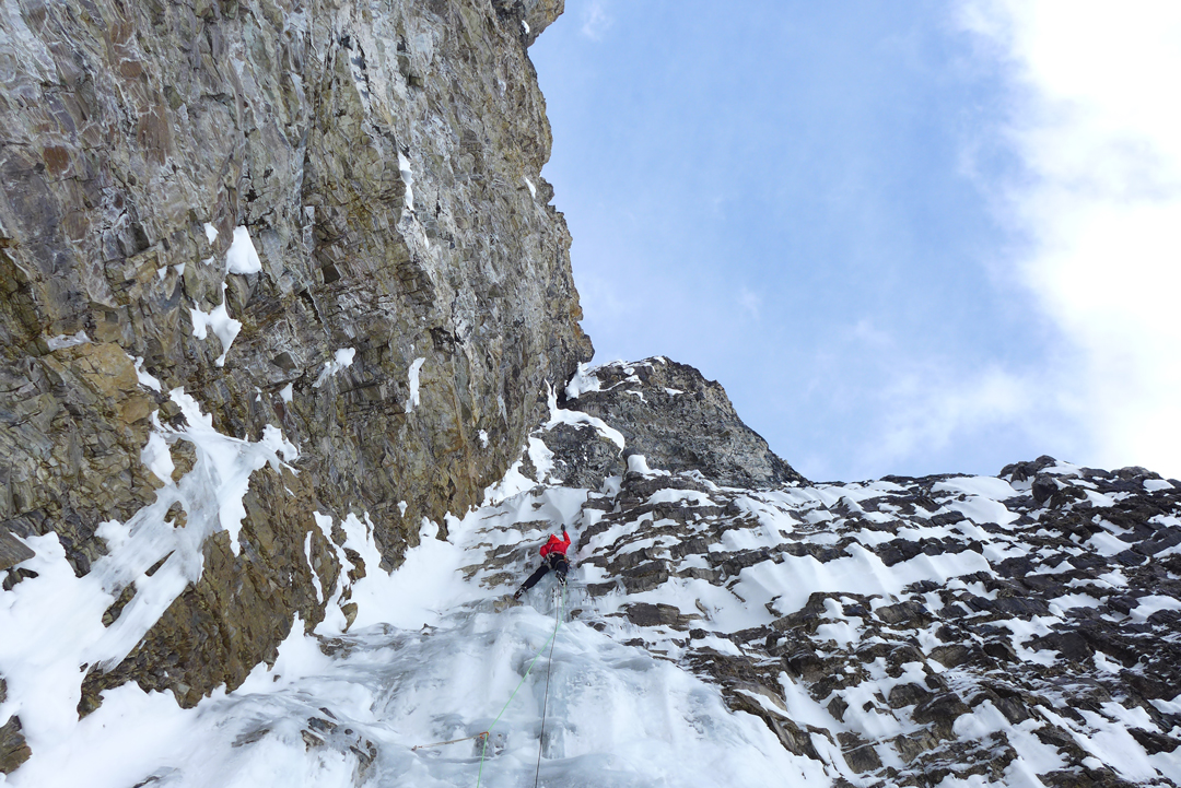 Marc-André Leclerc on the second pitch of the Lindič-Leclerc Route (1,100m, WI6+ R M7+) on Mt. Tuzo.